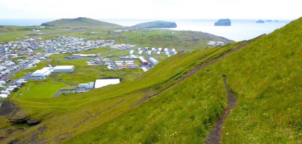 Blick auf die Ortschaft Heimaey, Westmänner Inseln