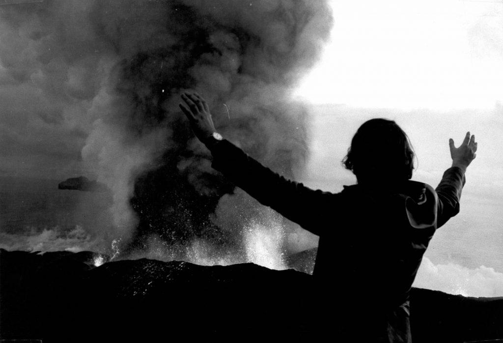Günter Haaf am feuerspuckenden Vulkan