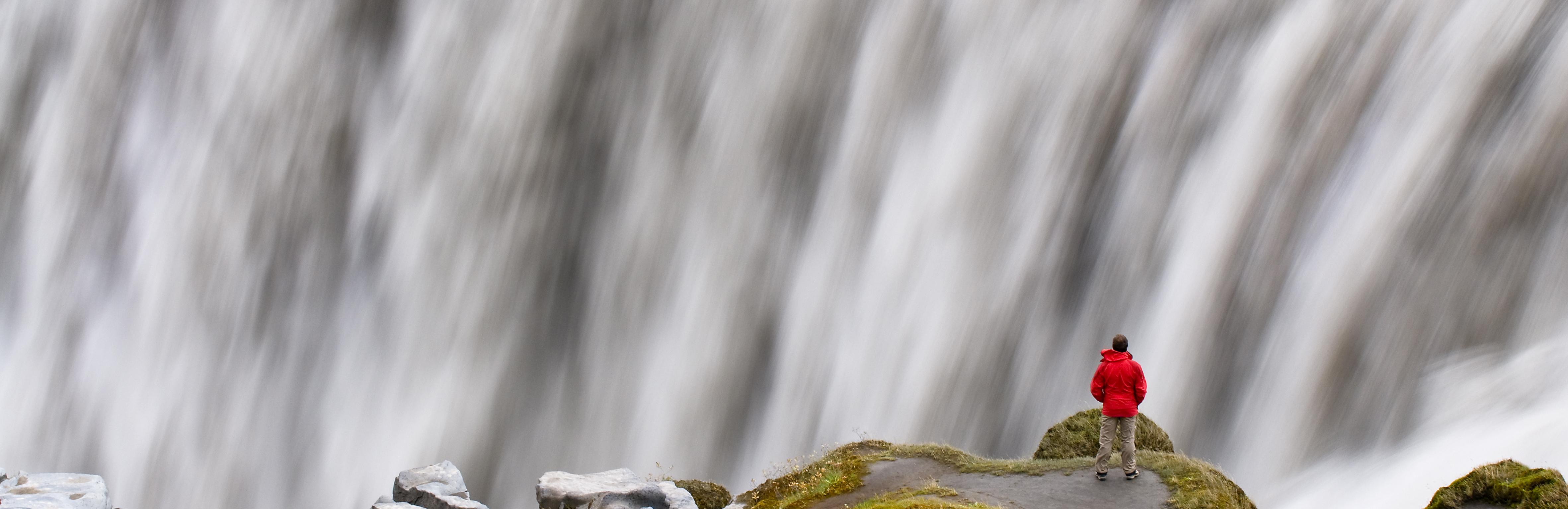 Europa, Skandinavien, Island, Dettifoss, wasserreichster Wasserfall Europas, kleiner Mensch , Gletscherfluss Joekulsa a Fjoellum, Insel, Norden, Landschaft, Natur, Naturgewalt, Wasserkraft, Dynamik, WerbungPR, 8/2011