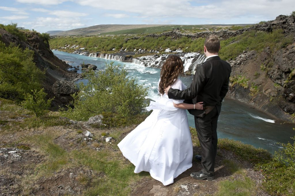 Trauung am Hraunfossar, Heiraten in Island