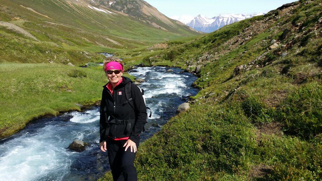 Wanderin Rita bei Dalvík