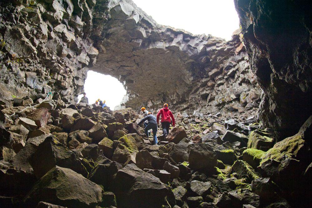 Höhle auf der Essential Iceland Tour