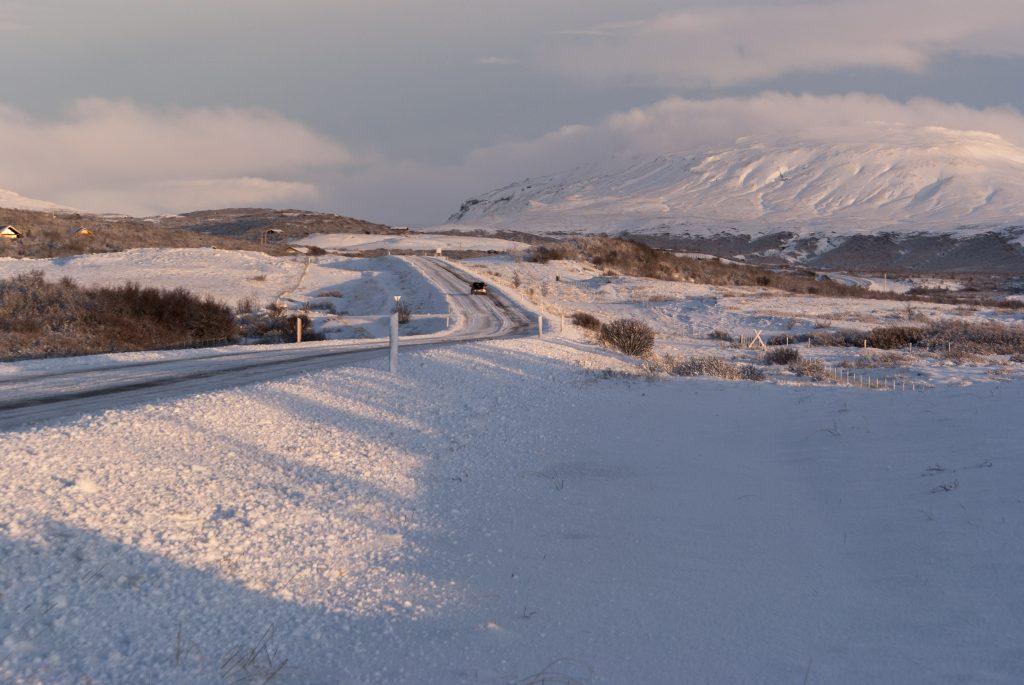 Island im Winter, Schnee soweit das Auge reicht