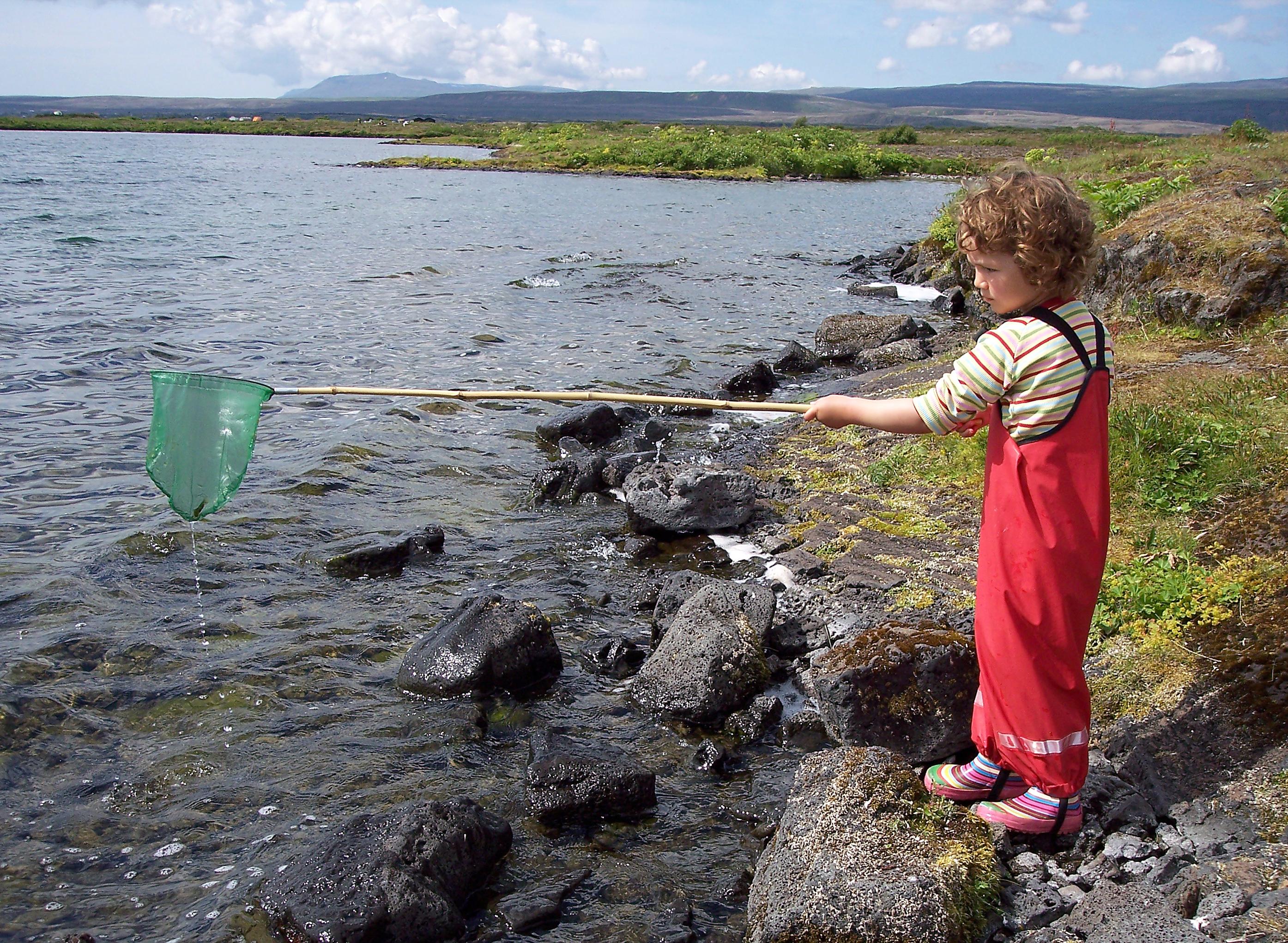 Island Kind beim Fischen Familie
