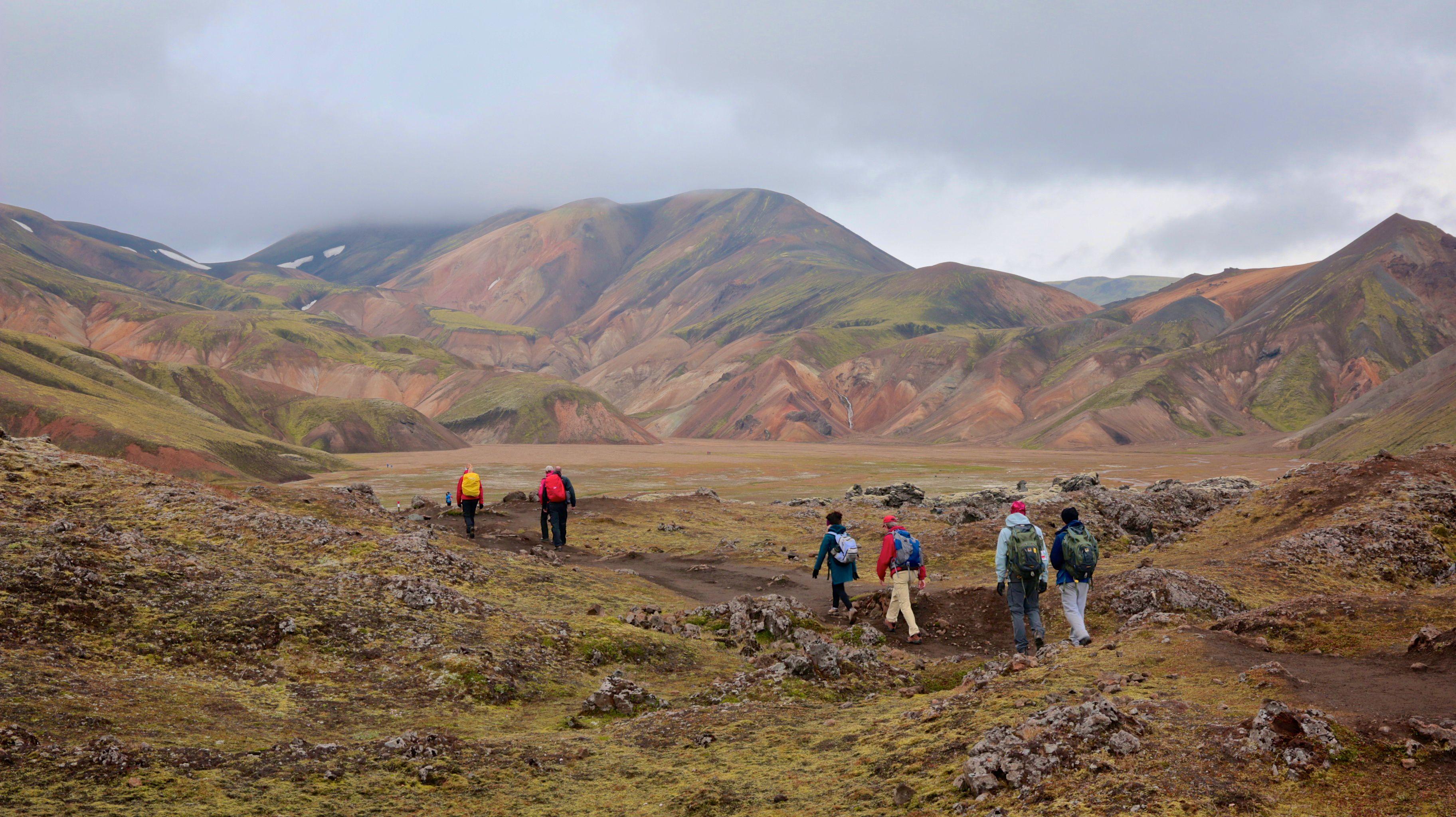 Wandergruppe auf dem Volcanic Trail Teil 1