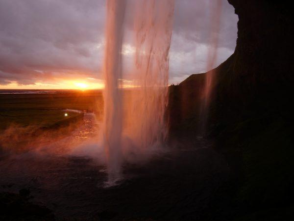 Wasserfall Seljalandsfoss mit Sonnenuntergang