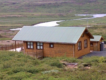 Ferienhaus Oskasteinn vor einsamem Fluss in Island