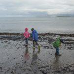 Südisland - Kinder am Meer