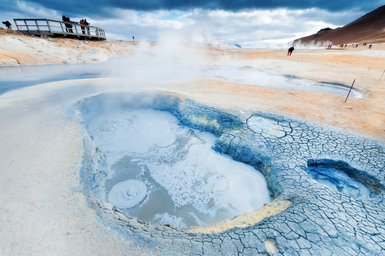 eine blubbernde Quelle im Gebiet von Myvatn, Schlammblubber, der nach Schwefel riecht