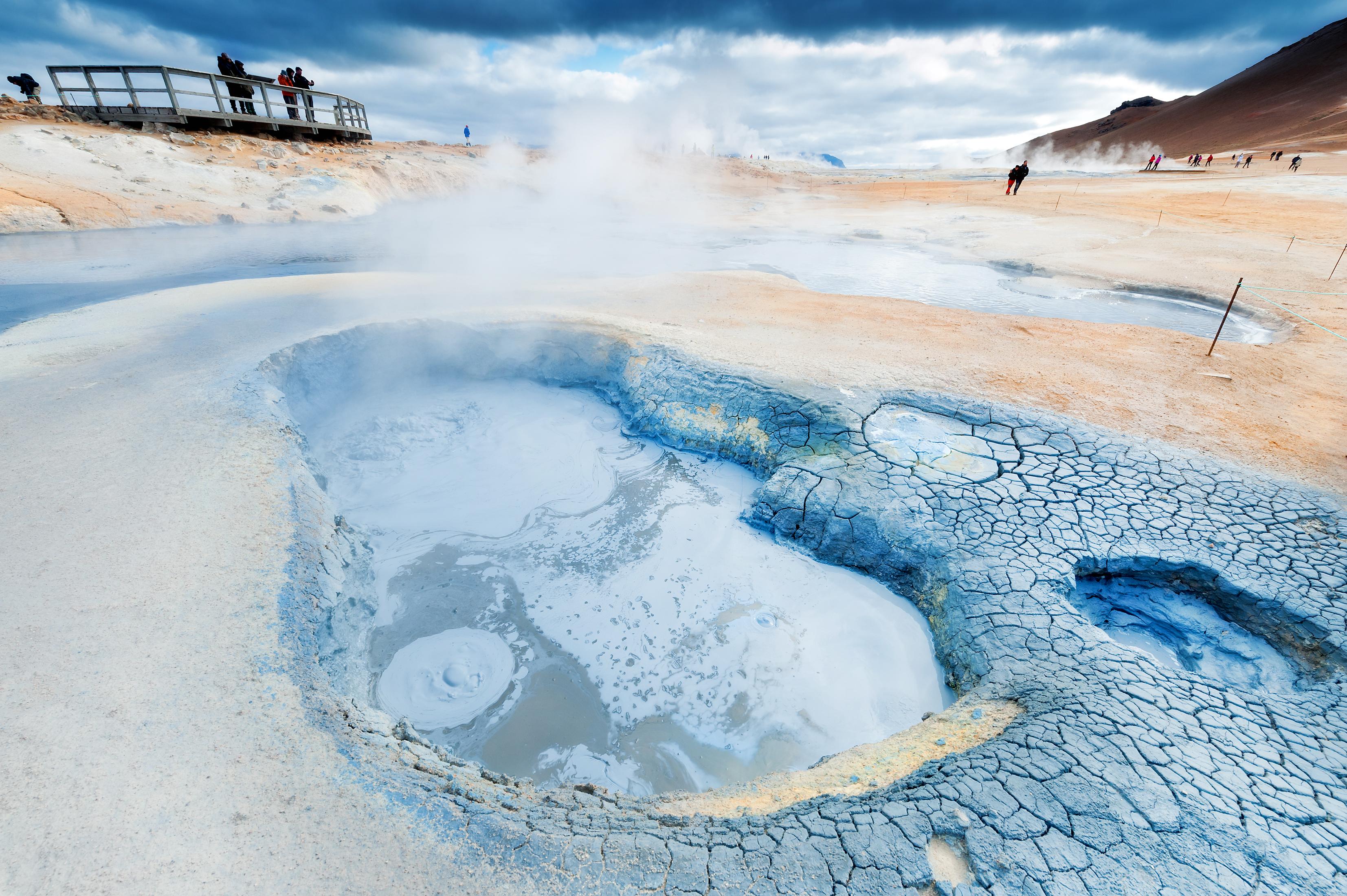 eine blubbernde Quelle im Gebiet von Myvatn, Schlammblubber der nach Schwefel riecht