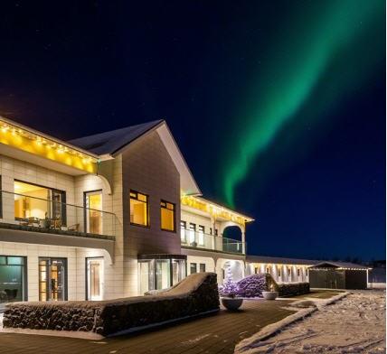 Hotel Stracta mit Nordlichtern