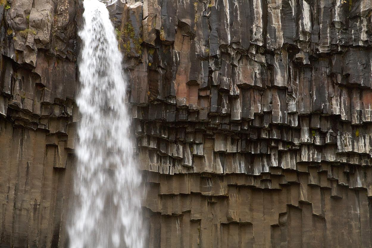 Wasserfall Svartifoss im Skaftafell Nationalpark in Süd-Island