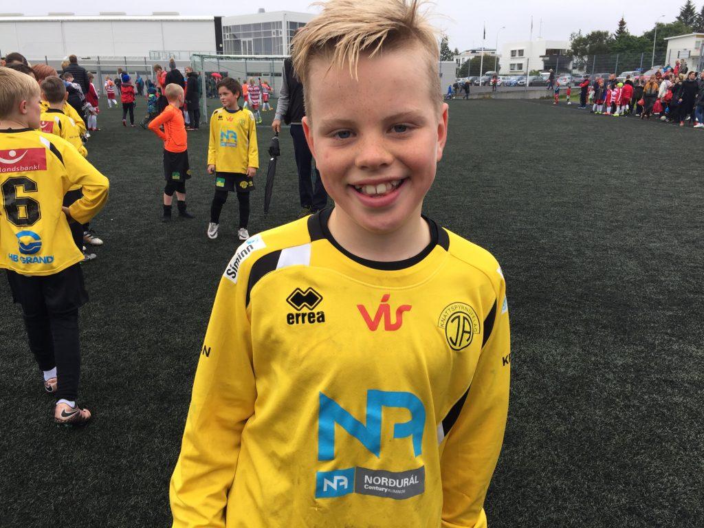 Kind beim Fußball, Fußball mit Bjarnheidur