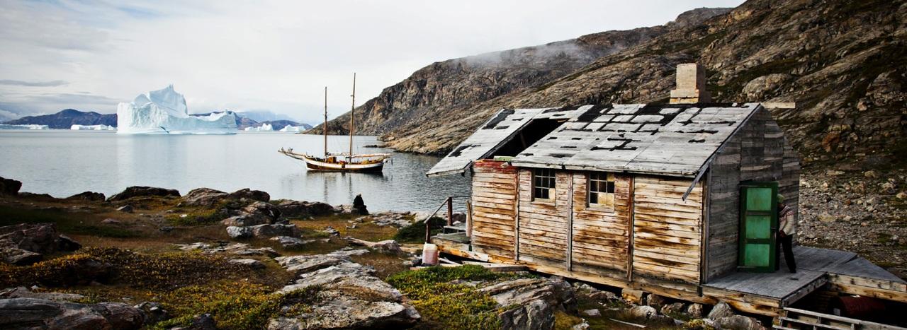a-cabin-in-scoresbysund_Panorama