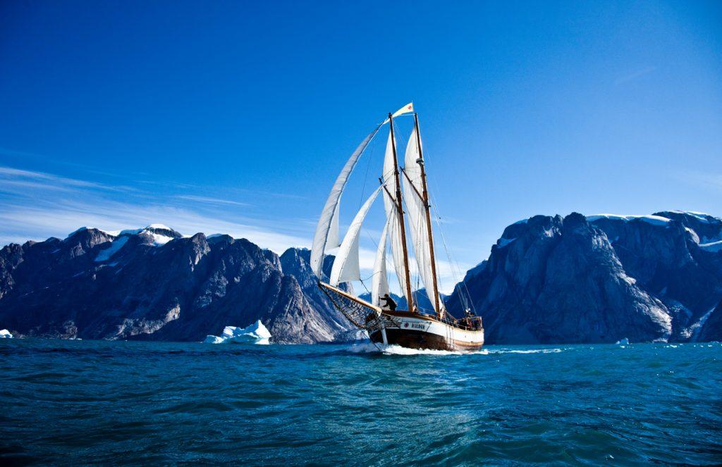 a-nice-sailing-in-scoresbysund_6328143737_o