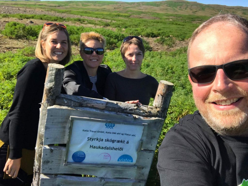 Mitarbeiter von katla Travel im Aufforstungsgebiet Haukadalur