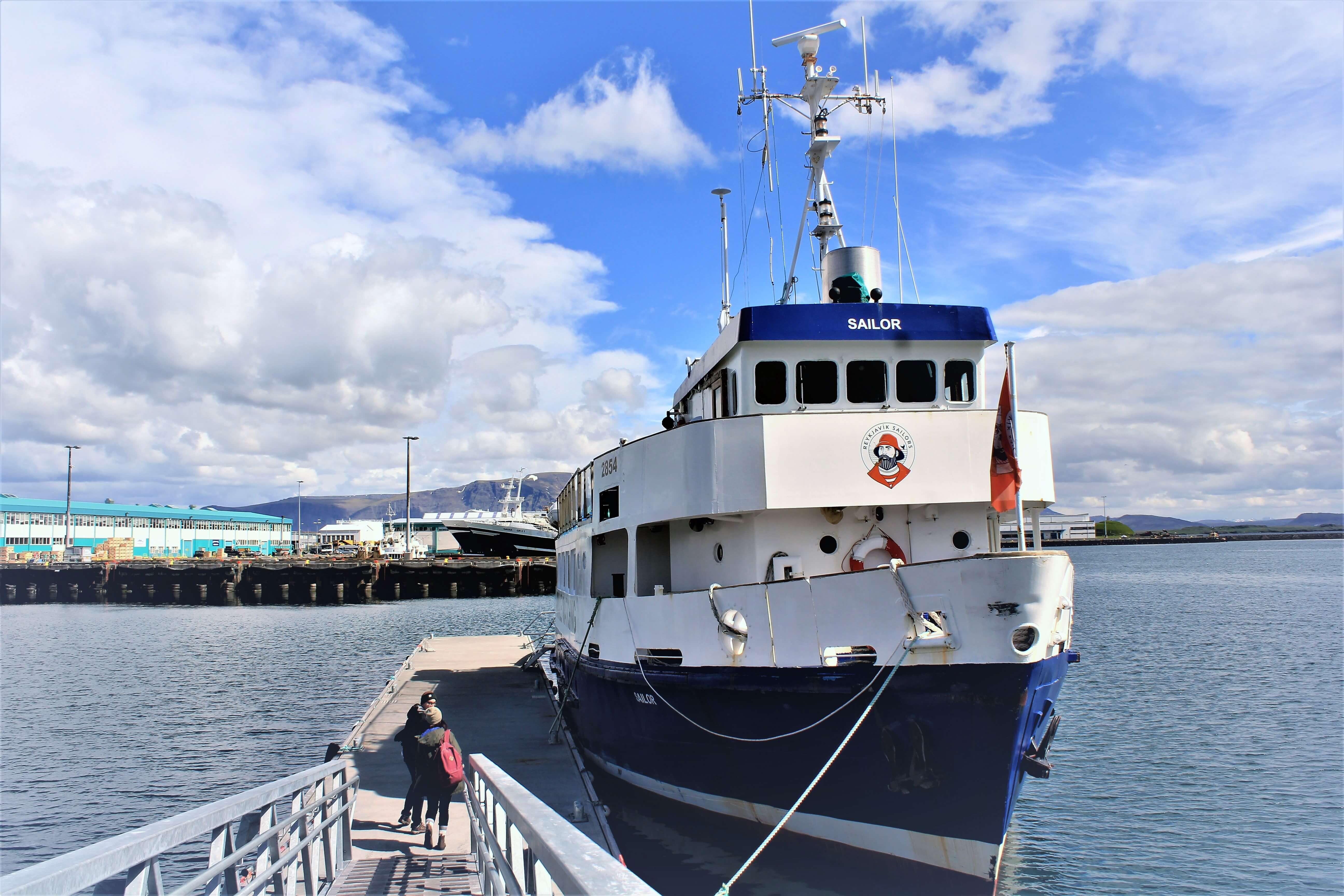 Boot von Reykjavik Sailors am Hafen