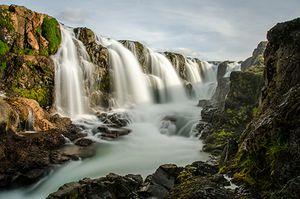Wasserfall Hraunfossar in Island