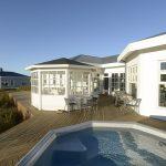 Hotel Grimsborgir in Südisland Außenansicht mit Hot Pot