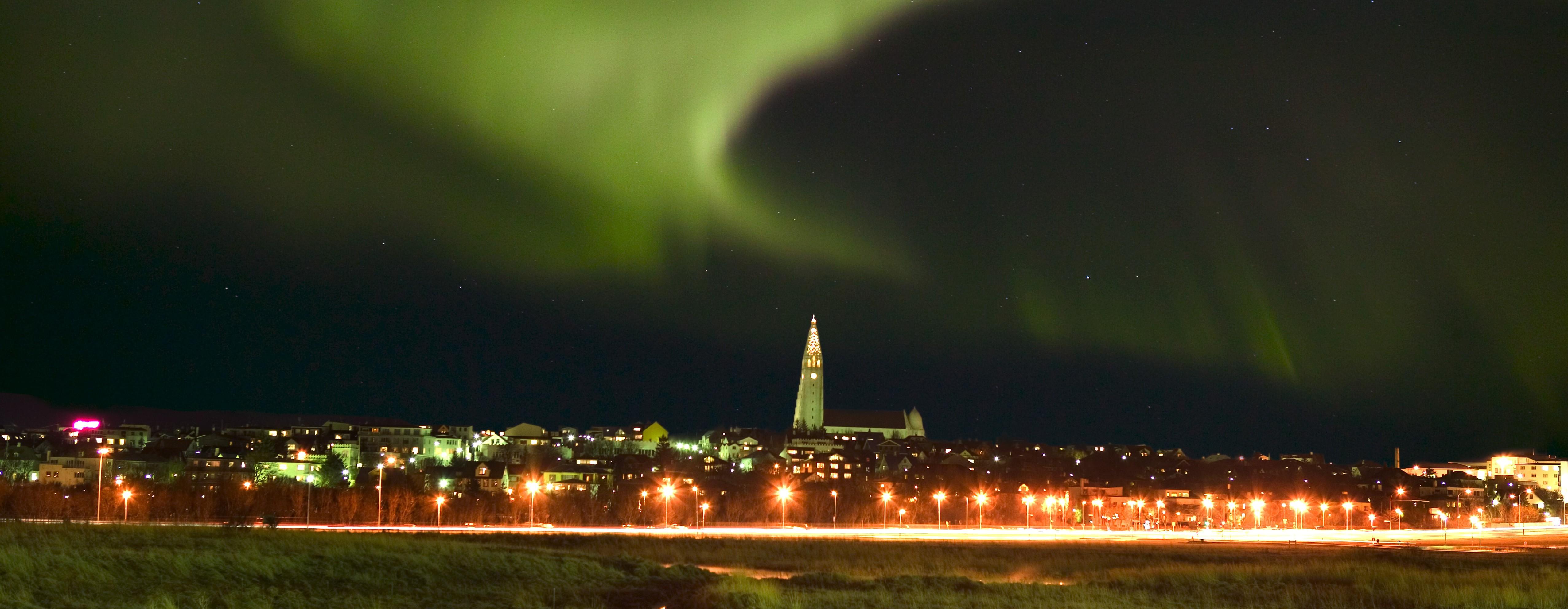 Island, Suedisland, Reykjavik, Hauptstadt, Tjoernin, Winter, Polarlicht, Nordlicht, gruen