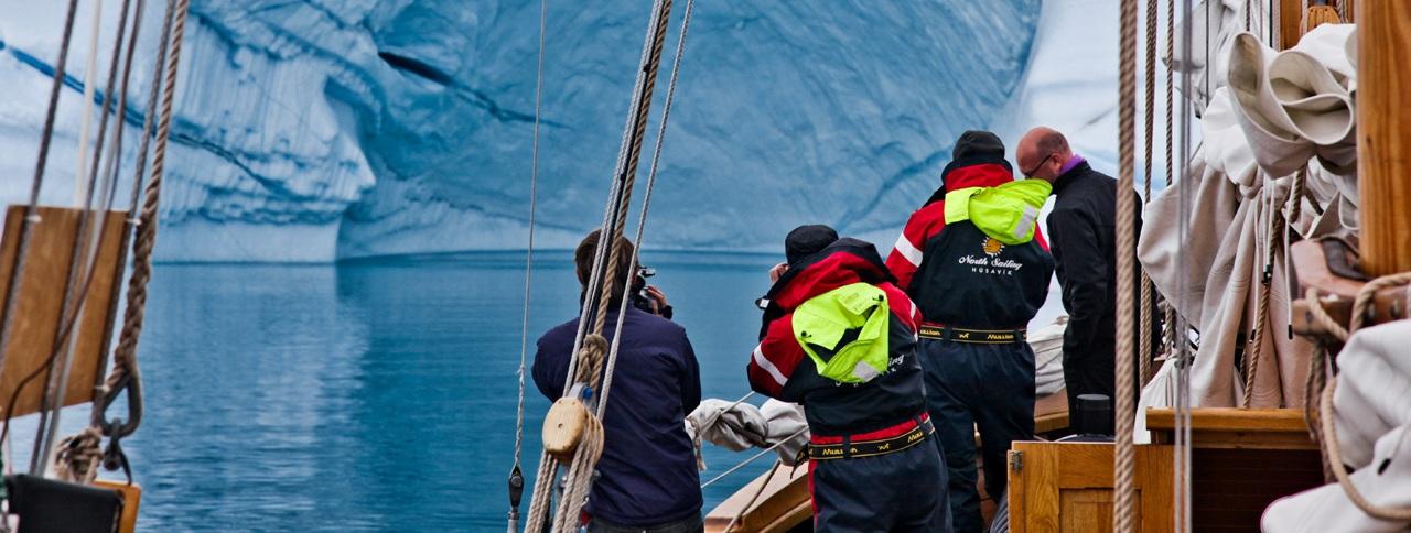 icebergwatching-scoresbysund-greenland_panorama