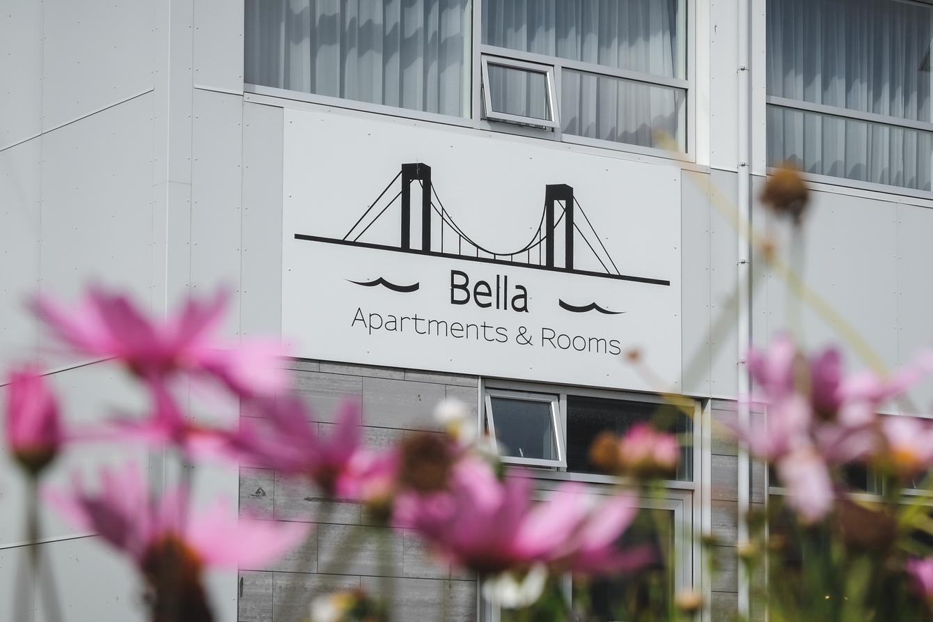 Außenansicht des Hotel Bella in Islands Süden