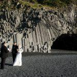 Trauung an der Küste Südislands, Basaltsäulen