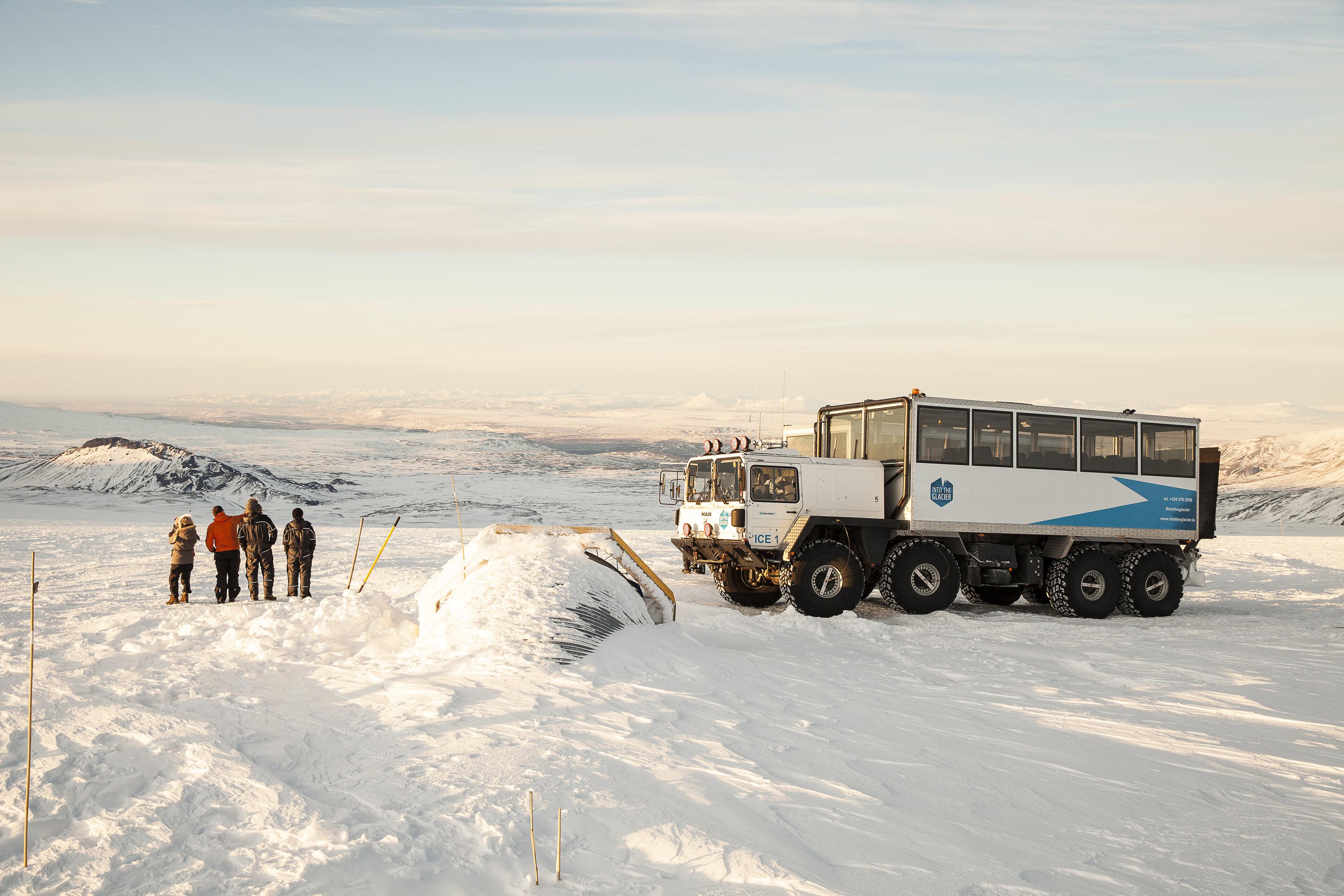 Afbeeldingsresultaat voor into the glacier langjökull
