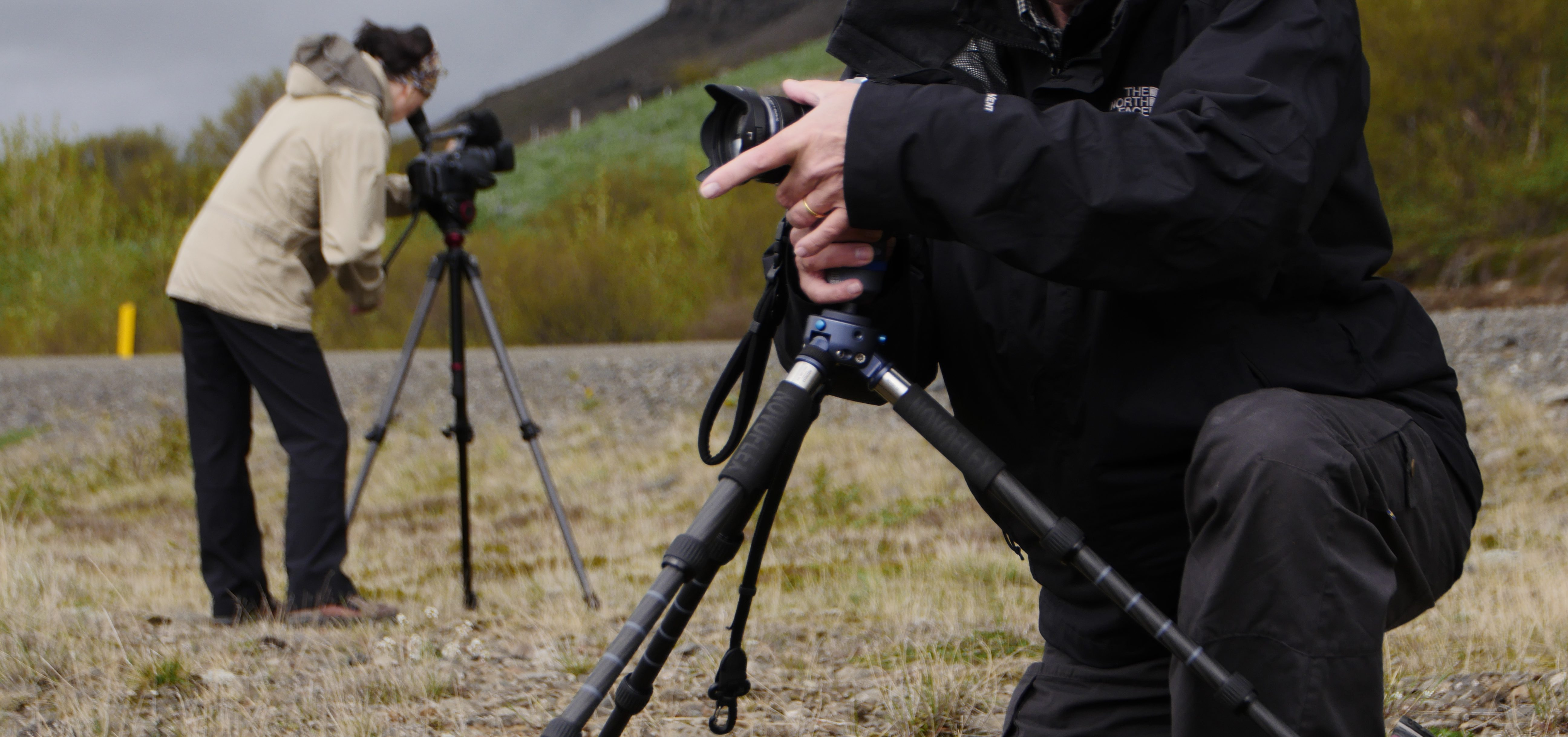 Personen die mit Ihrer Kamera Landschaften filmen