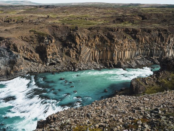 Wasserfall mit Basaltsäulen, Aldeyjarfoss in Nordisland