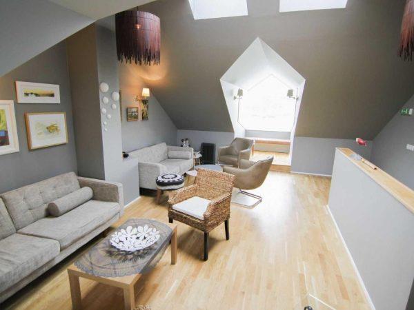 moderner Aufenthaltsraum im Hotel Laekur in Südisland