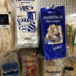 Trockenfisch in einem Supermarkt in Island