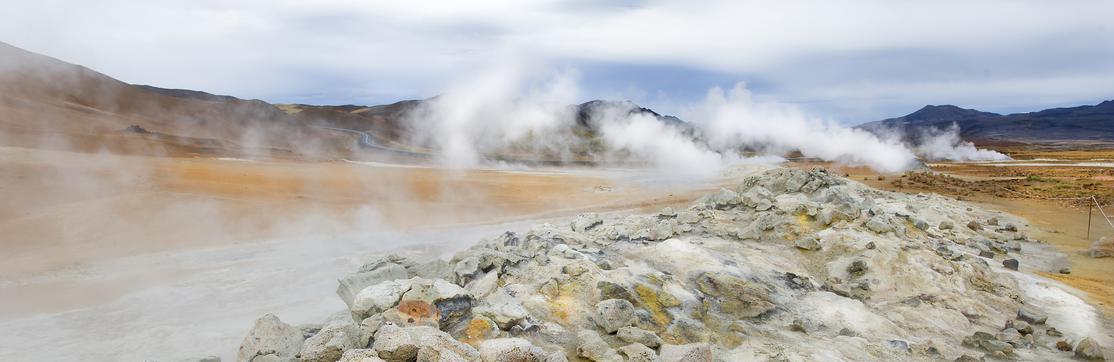Dampfende Steine im Hochthermalgebiet Namafjall auf Island