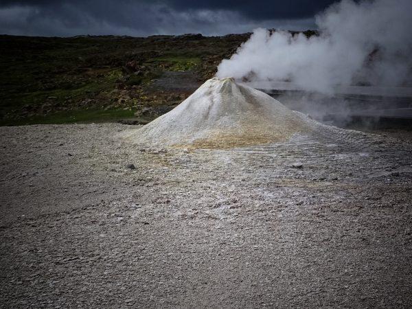 dampfender Schwefelblubber in Island