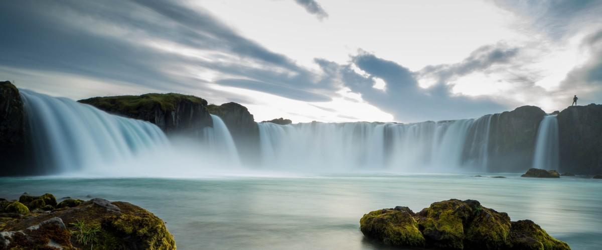Individuelle Island-Reisen - Blick auf den Godafoss-Wasserfall