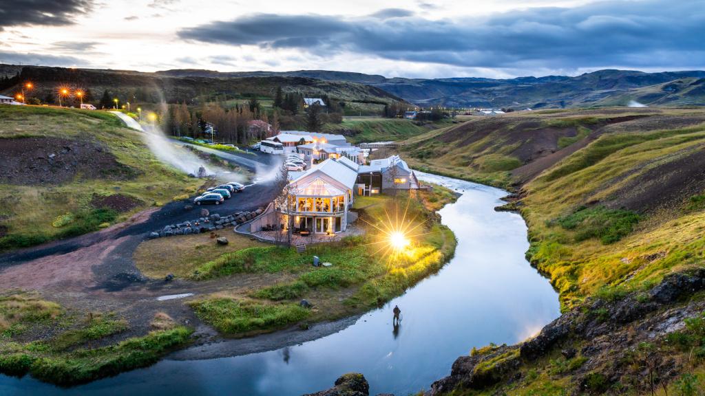 Island-Premiumreisen - Luxus-Hotel an einem Fluss