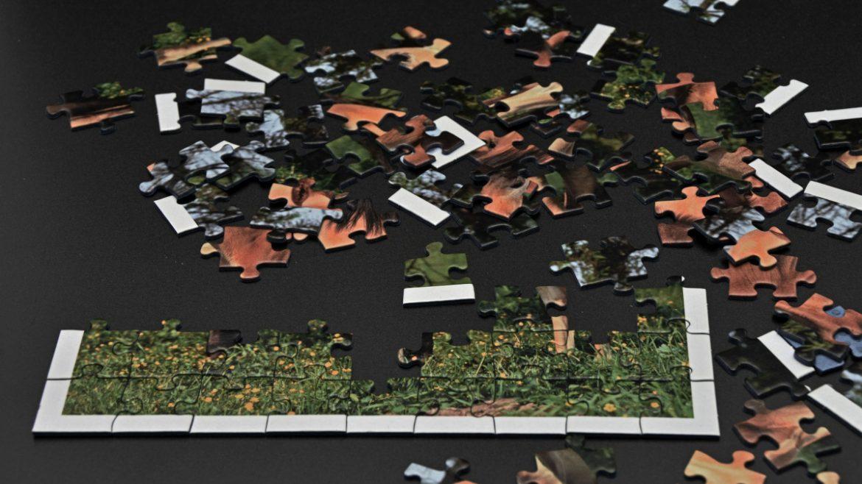 Puzzle als Symbol für Reisebausteine