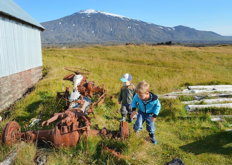 Kinder auf Schatzsuche in Island