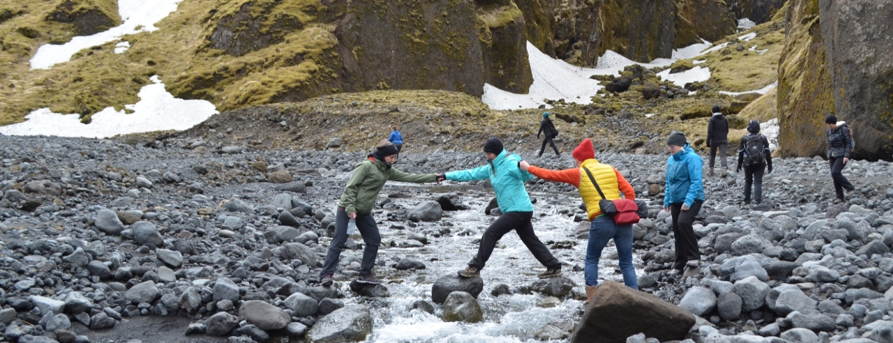Katla Travel Team in Island - Bachüberquerung