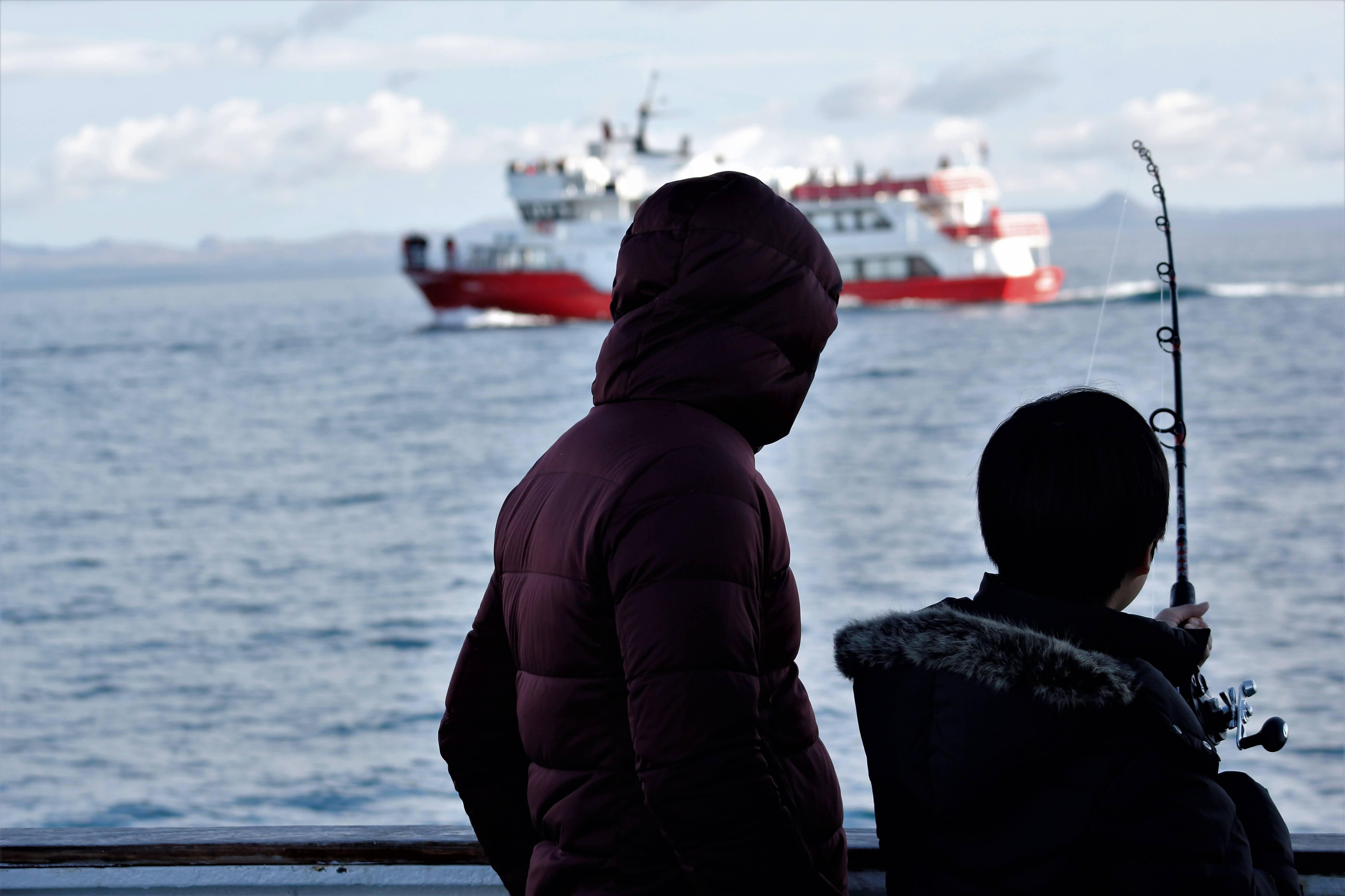 Angler beim Hochseeangeln in Island