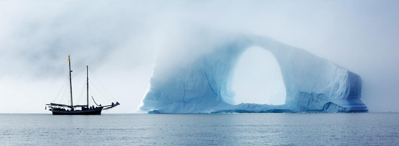mysterious-iceberg--schooner-hildur-in-scoresbysund_panorama