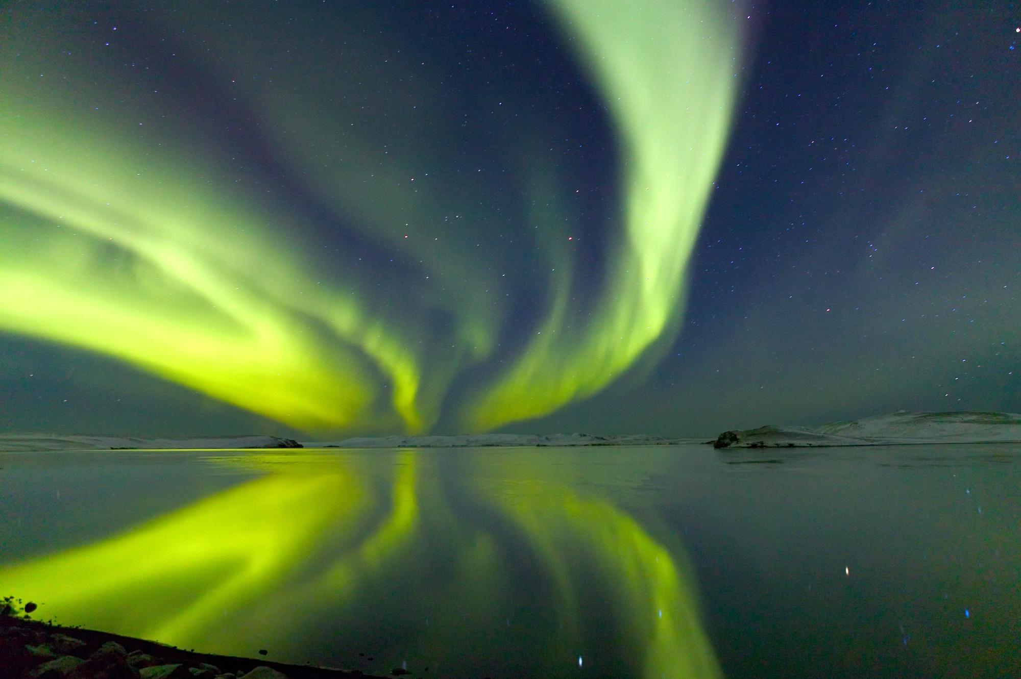 Nordlichter über Island im Winter
