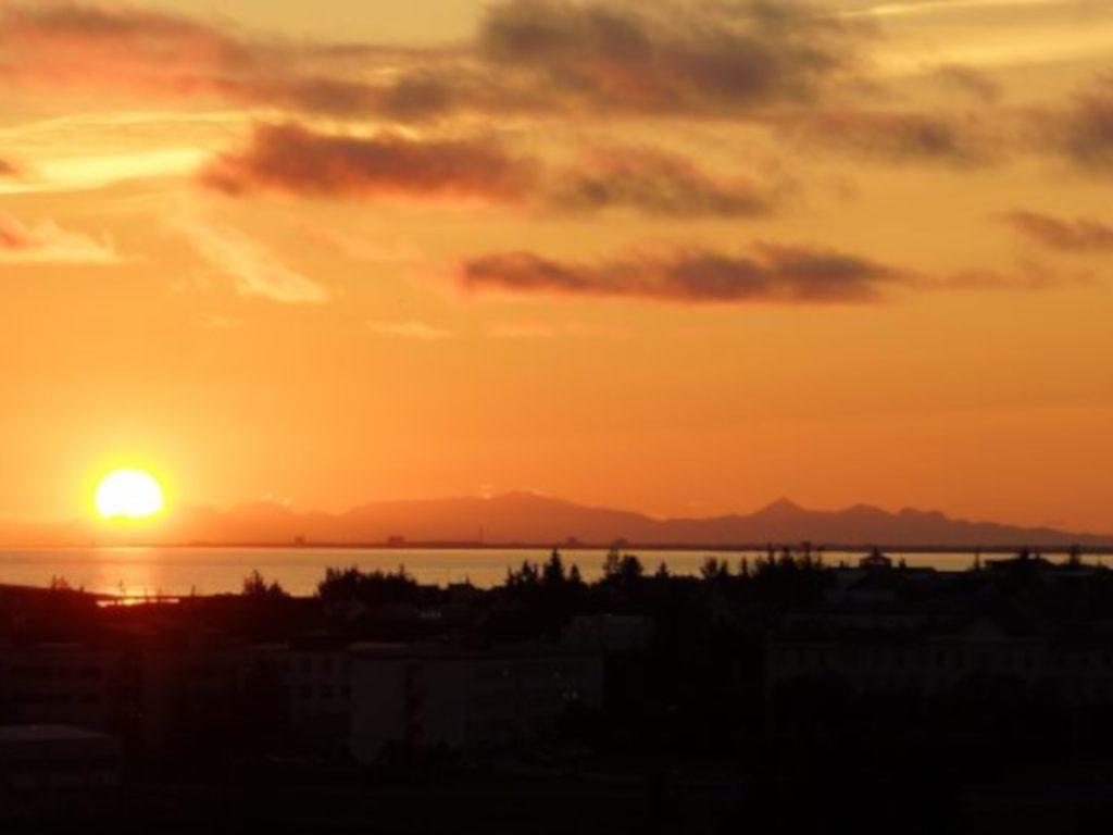 Reykjavík bei Sonnenuntergang