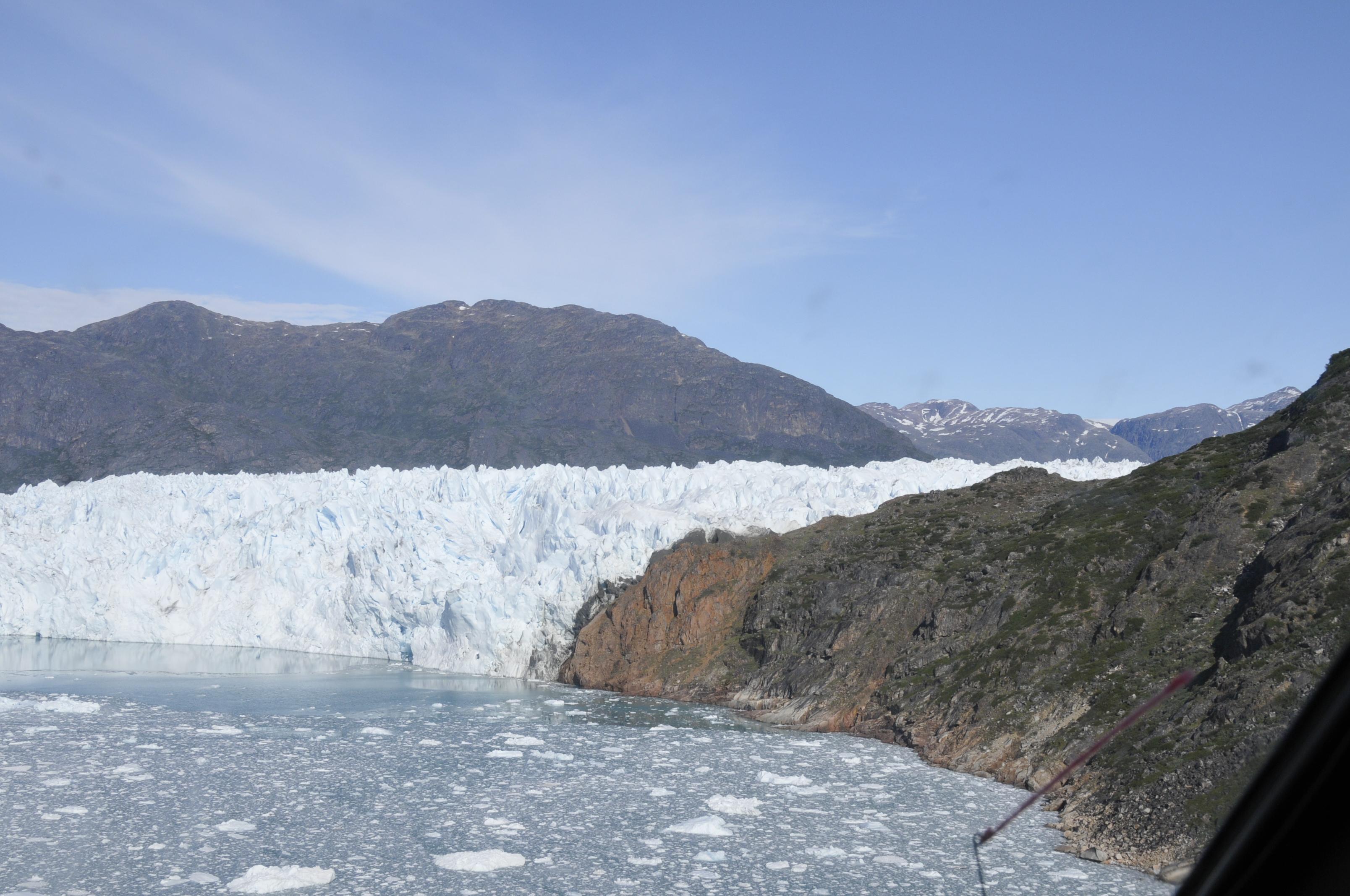 Fantastische Ausblicke auf den Gletscher bei einem Hubschrauberrundflug in Südgrönland