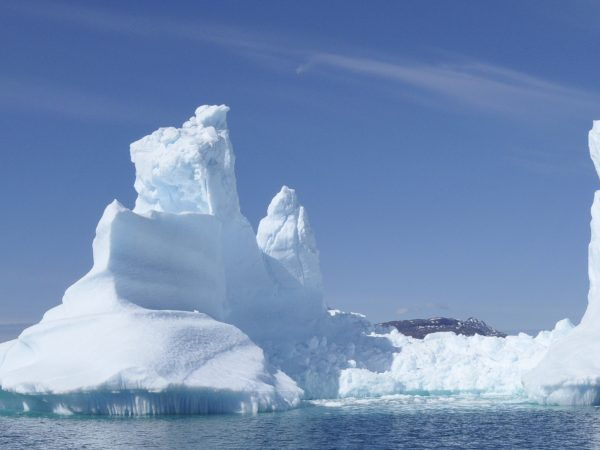 gigantische Eisberge und Eisformationen in Südgrönland