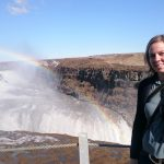 Susan am Wasserfall Gullfoss mit Regenbogen