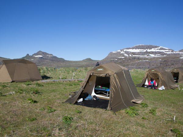 Zelt zum Übernachten für die Wanderer