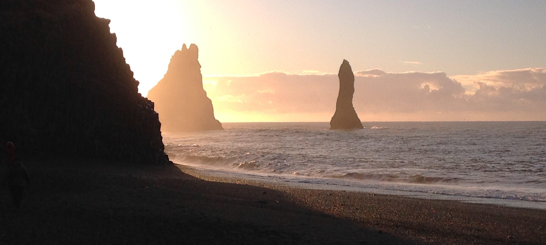 Felsen im Meer an der Südküste Islands